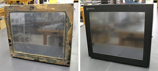 """Der 19-Zoll-Monitor mit universeller Montagehalterung mit auf dem Gehäuse verbackenen Lebensmitteln wurde an uns zurückgeschickt, um ein kaputtes Fenster zu reparieren. Wir haben den Touchsensor ausgetauscht und den Monitor für viele weitere Jahre in einen """"Wie-Neu""""-Zustand versetzt."""