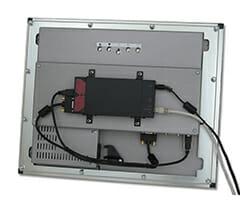 KVM auf einem ML20 mit Hilfe einer VESA-Adapterhalterung montiert